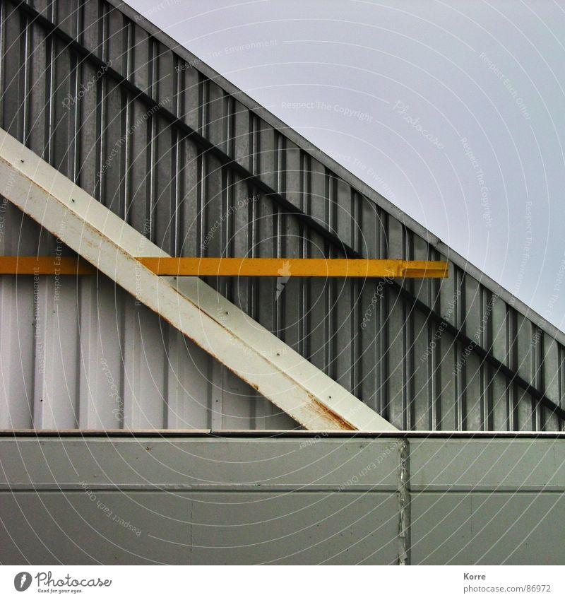Phythagoras gelb grau Gebäude Linie Metall Architektur modern neu Ecke trist Dach Baustelle Streifen Spitze Grenze