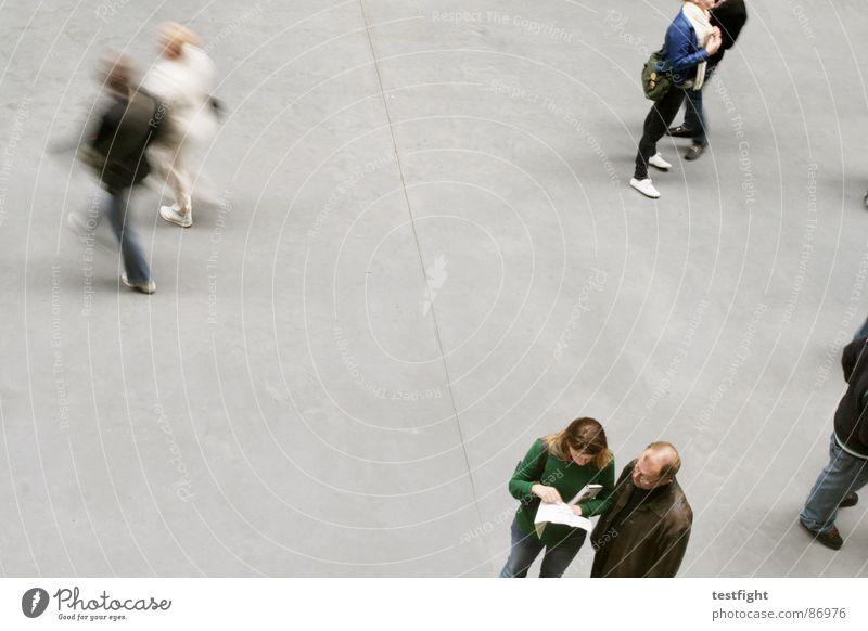 speak see remember Mensch grün Farbe rot Freude gelb sprechen Bewegung grau See braun gehen Zusammensein Raum Aktion mehrere