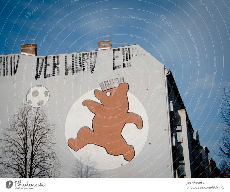 Bär kickt nicht mehr Himmel Stadt Baum Haus Winter Leben Freizeit & Hobby Kraft Design Erfolg laufen Fußball Lebensfreude retro Grafik u. Illustration