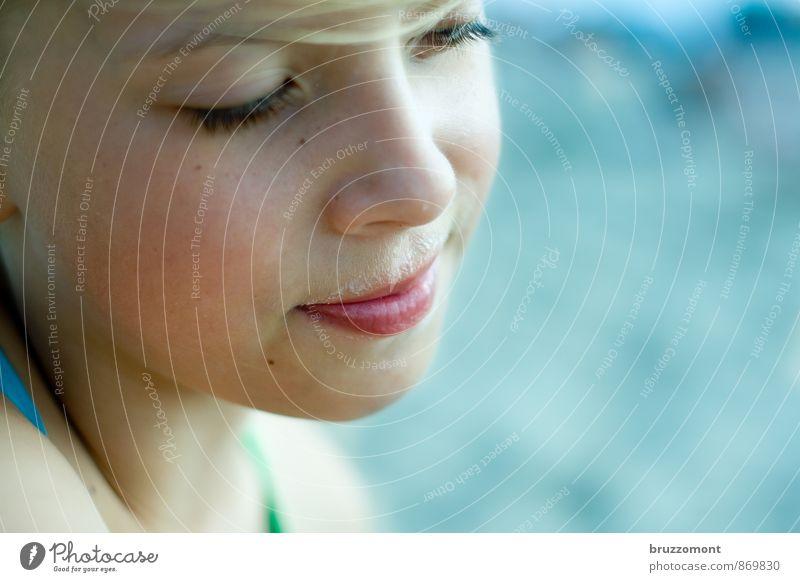 Buttermilchbart Haut Gesicht Sommer Kind feminin Mädchen 1 Mensch 8-13 Jahre Kindheit Oberlippenbart beobachten genießen Freundlichkeit schön blau Zufriedenheit
