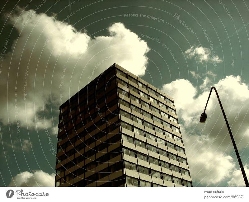 RESPEKT Himmel Stadt blau Wolken Haus Fenster Leben Architektur Gebäude Freiheit fliegen oben Arbeit & Erwerbstätigkeit Wohnung Design Wetter