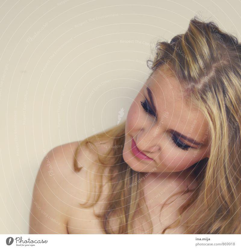 junge blonde Frau schön Körperpflege Haare & Frisuren Haut Gesicht Kosmetik Mensch feminin Junge Frau Jugendliche Erwachsene 1 13-18 Jahre Kind 18-30 Jahre