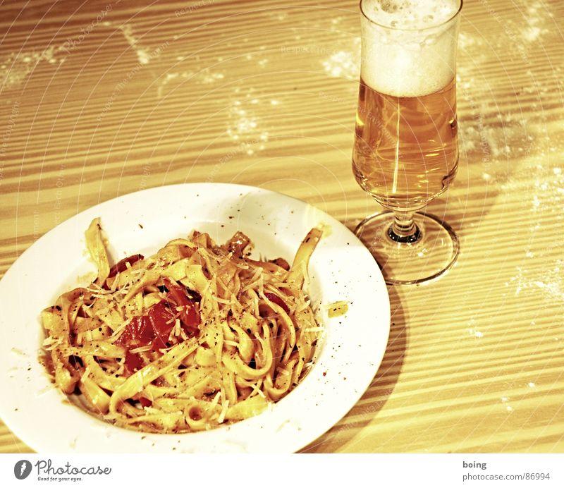 real existierender Farbraum Zufriedenheit Bier Gastronomie Tomate Nudeln Käse Vegetarische Ernährung Unsinn Gemüse Paprika Saucen Mehl Peperoni Humor raspeln