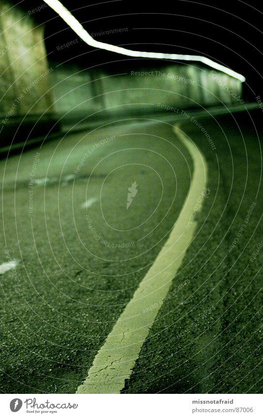 Tunnel grün Einsamkeit Straße dunkel Straßenverkehr Verkehr leer fahren Asphalt Verkehrswege Neonlicht Straßenbelag unterirdisch Unterführung Hauptstraße