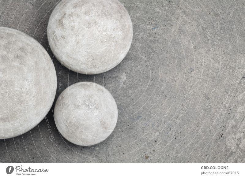 rundes Dreierlei ruhig kalt Herbst grau Stein Beton Dekoration & Verzierung rund Trauer fest Kugel Verzweiflung Mineralien steinig
