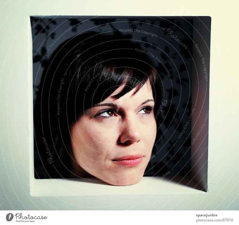 Ausblick (2) Frau Fenster Regal eingeengt Ausbruch Hoffnung Versteck Gefühlsausbruch Fensterbrett driften resignieren Aussicht Trauer Verzweiflung