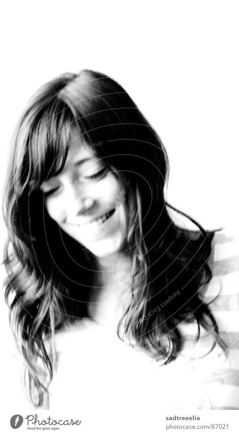 Ende April Frau positiv Lebensfreude Porträt Freude Fröhlichkeit lachen High Key Schwarzweißfoto Mensch lebenslustig Lust Charakter gut Begeisterung