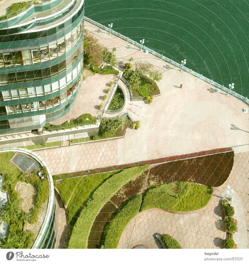 Komposition Wasser grün Haus Farbe Hochhaus Rasen Bankgebäude Hafen Asien Anlegestelle graphisch Bürogebäude Agentur Portwein verdunkeln Farbgestaltung