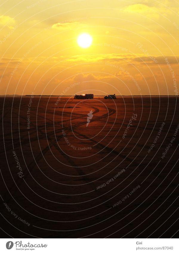 Zur Sonne, zur Freiheit Himmel Sonne Meer Strand Wolken gelb Ferne Freiheit Sand orange Küste Erde Insel Romantik Spuren Unendlichkeit