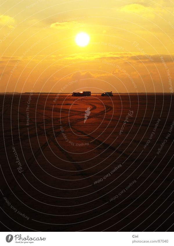 Zur Sonne, zur Freiheit Himmel Meer Strand Wolken gelb Ferne Sand orange Küste Erde Insel Romantik Spuren Unendlichkeit