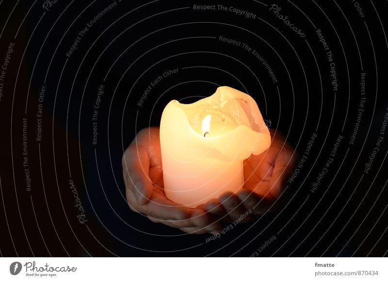 Hände feminin Hand 1 Mensch 30-45 Jahre Erwachsene Kerze Zeichen Erholung heiß Stimmung Sicherheit Geborgenheit Romantik Güte Glaube Religion & Glaube Gebet