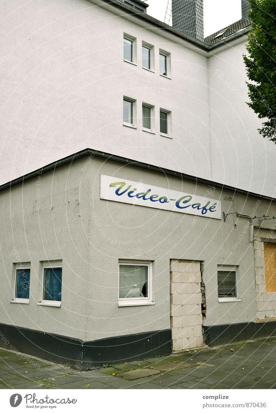 Heute geschlossen! Haus Wand Architektur Gebäude Mauer Business Häusliches Leben Tür trist Baustelle Gastronomie Bauwerk Umzug (Wohnungswechsel) Medien