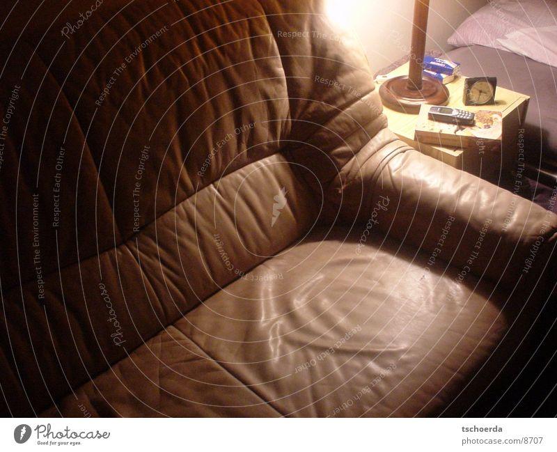 flohs.couch Bett Häusliches Leben Sofa Uhr Wecker Nachttisch