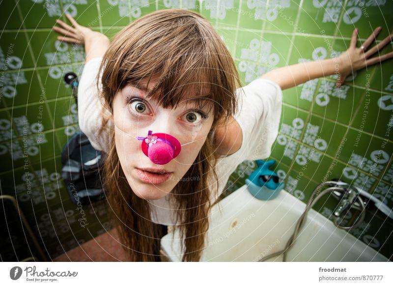 Haifischbecken Mensch Frau Jugendliche schön Junge Frau Freude Erwachsene feminin lustig Party blond Geburtstag verrückt Badewanne Nase retro