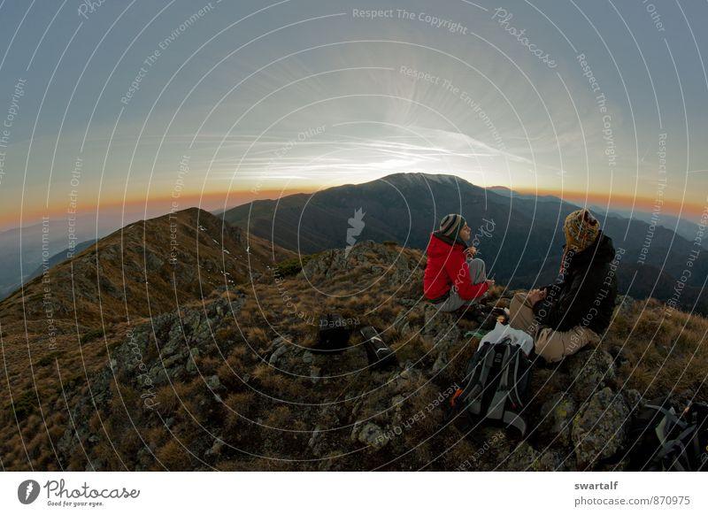 Mensch Frau Himmel Natur Ferien & Urlaub & Reisen Mann Landschaft Wolken Freude Umwelt Erwachsene Berge u. Gebirge Herbst Freiheit Stimmung Felsen