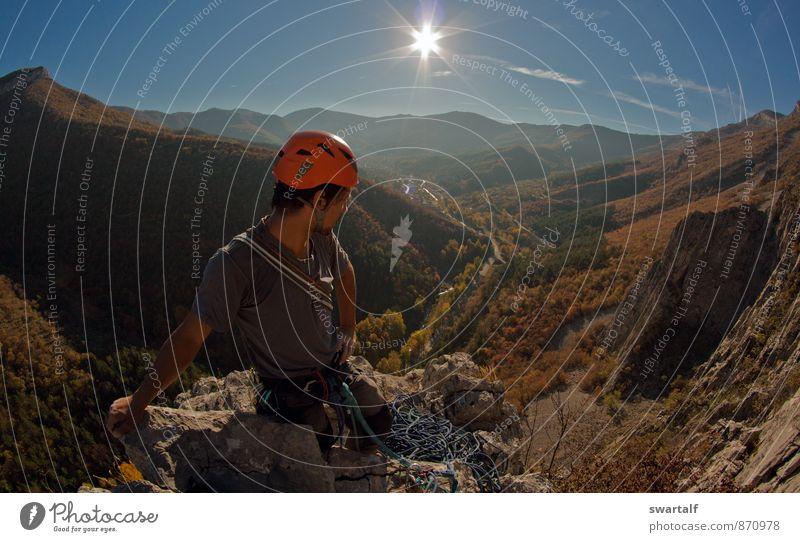 Nach einem harten Klettertag Sport Klettern Bergsteigen Big Wall Klettern Mann Erwachsene Freundschaft 1 Mensch Natur Landschaft Luft Himmel Sonne Herbst Felsen