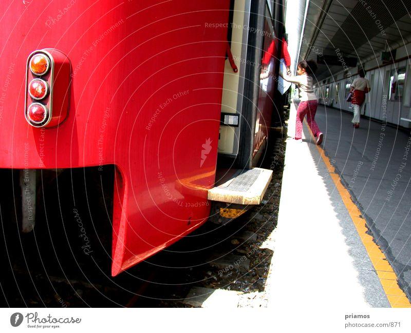 bitte einsteigen Kind Bewegung Eisenbahn fahren Technik & Technologie U-Bahn Verkehrsmittel Elektrisches Gerät