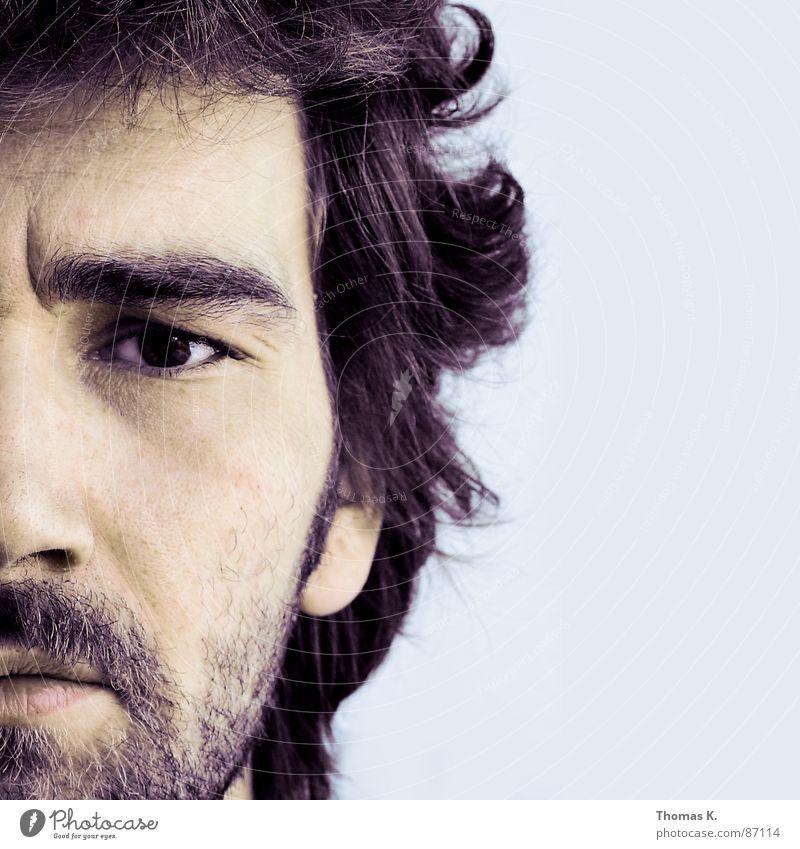 Halb sowieso.. Porträt Schulter lang Haare & Frisuren Bart Haarschnitt Softbox Stirn Gesicht Ruhe bewahren Hautfarbe Denken Mann ein Foto machen Kopf Nase Blick