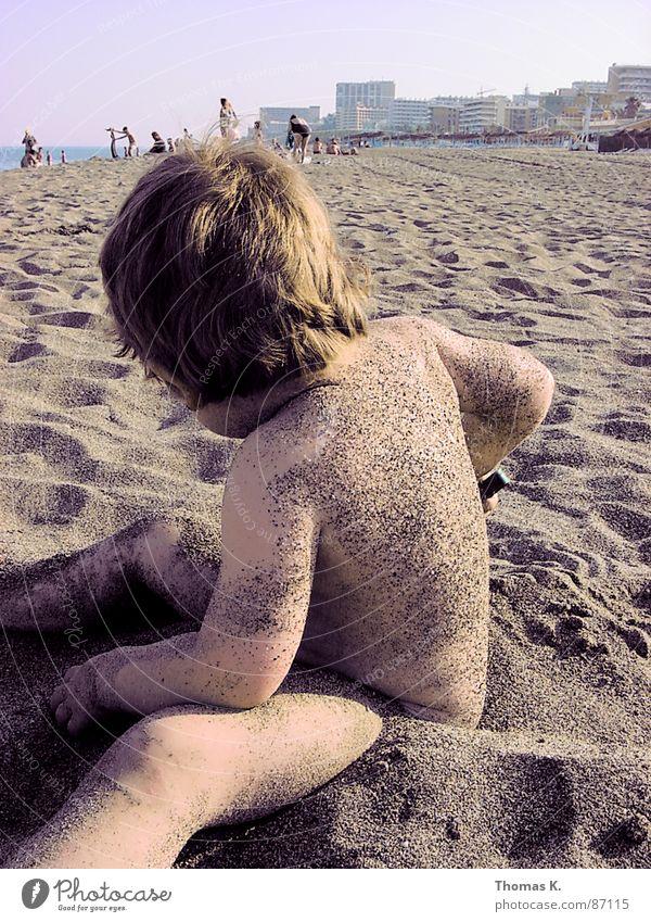 Einmal die Küste entlang und retour. Mensch Kind Himmel Ferien & Urlaub & Reisen Sommer Freude Strand Auge Farbe Spielen Kopf Haare & Frisuren Küste lustig Mund Nase