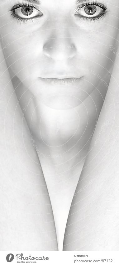 seaside Haut Frau Erwachsene Auge Blick ästhetisch feminin weiß ruhig Licht High Key Porträt Frauengesicht Frauenaugen Schwarzweißfoto Anschnitt Detailaufnahme