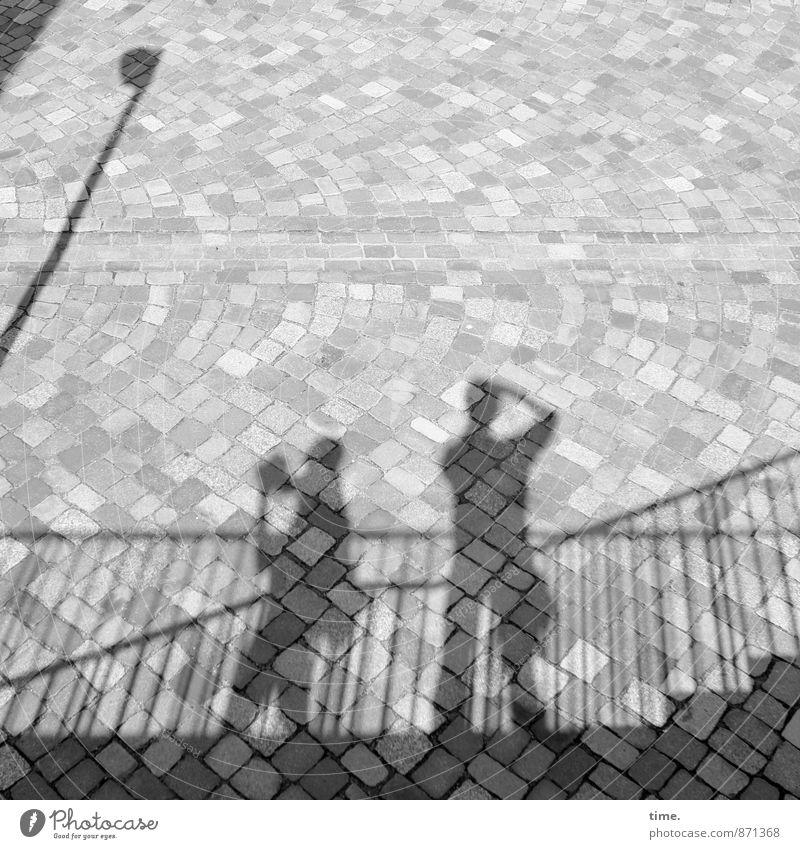 Jagdgründe Mensch Wege & Pfade Zeit Design stehen Perspektive beobachten Kreativität festhalten Zusammenhalt Konzentration Treppengeländer Partnerschaft machen