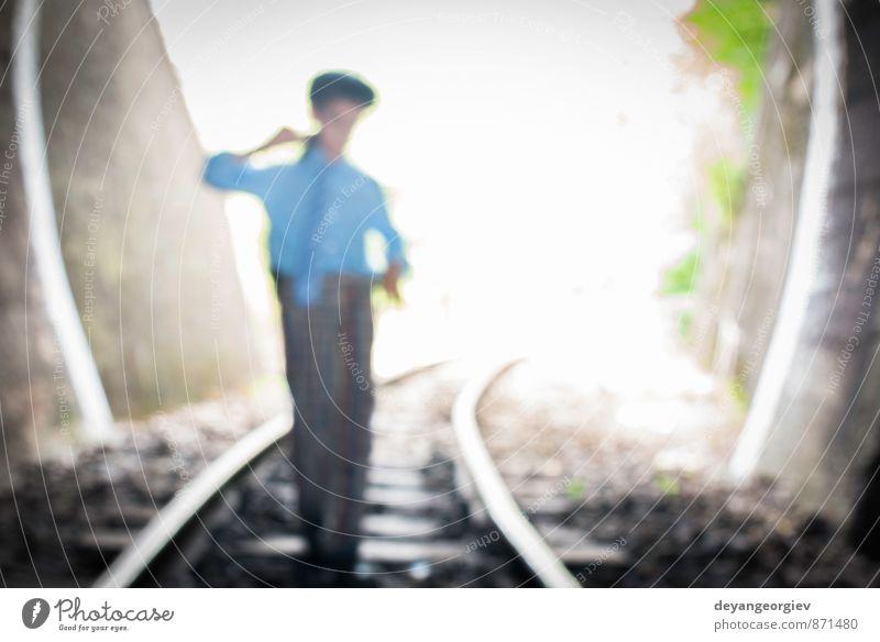 Kind geht auf der Eisenbahnstrecke spazieren schön Ferien & Urlaub & Reisen Ausflug Mensch Junge Frau Erwachsene Verkehr Straße Wege & Pfade U-Bahn Tube Linie
