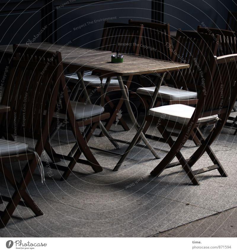 Gruppenfeeling | in spe Stadt Erholung ruhig Wege & Pfade Zeit Arbeit & Erwerbstätigkeit Ordnung elegant Design Tourismus leer Tisch Pause Hamburg Fußweg Stuhl