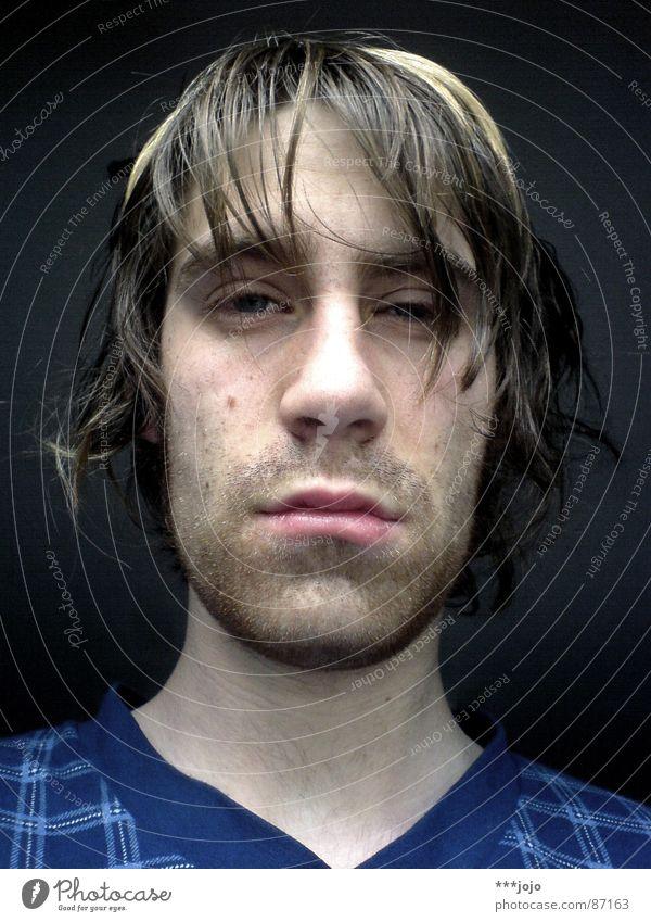 guten morgen! Mann Haare & Frisuren lustig Bett kaputt Müdigkeit Selbstportrait Schwäche spät erstaunt flau Haarsträhne Gänsehaut aufstehen buschig verschlafen