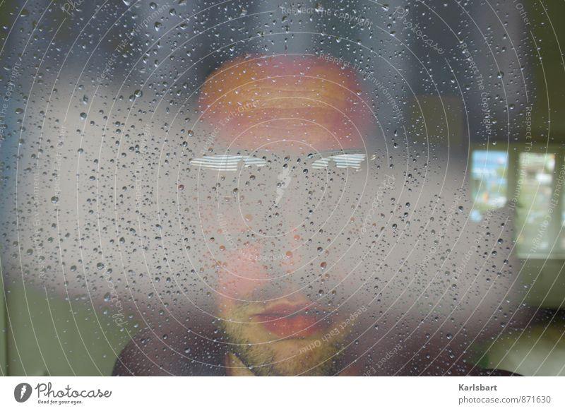 Den Regen vor Augen. Mensch Jugendliche Mann 18-30 Jahre Fenster Gesicht kalt Erwachsene Herbst Horizont Wohnung maskulin Wetter Nebel Häusliches Leben