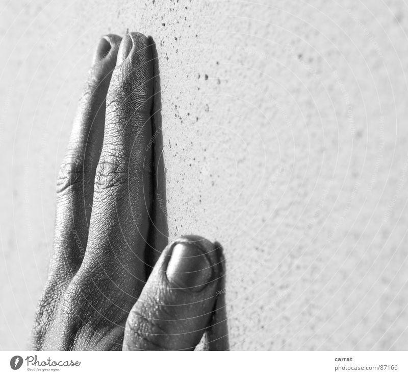 Silversurfer Hand schwarz grau Graffiti Metall planen Finger Zukunft trist fantastisch Körperpflege silber Surrealismus Dose spritzen Aluminium