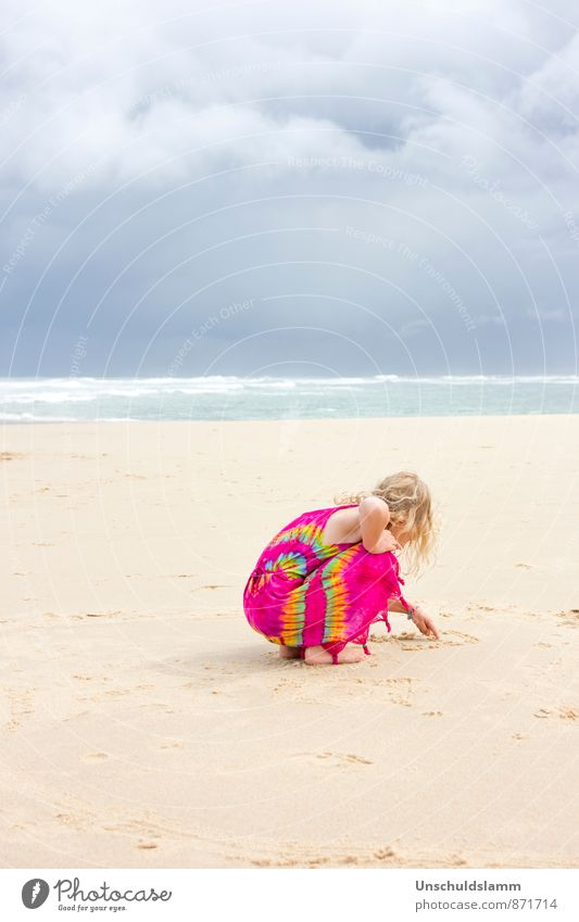 Cold Hawaii Mensch Kind Natur Ferien & Urlaub & Reisen blau Farbe Sommer Meer Landschaft Wolken Mädchen Strand Ferne Leben Spielen Stimmung