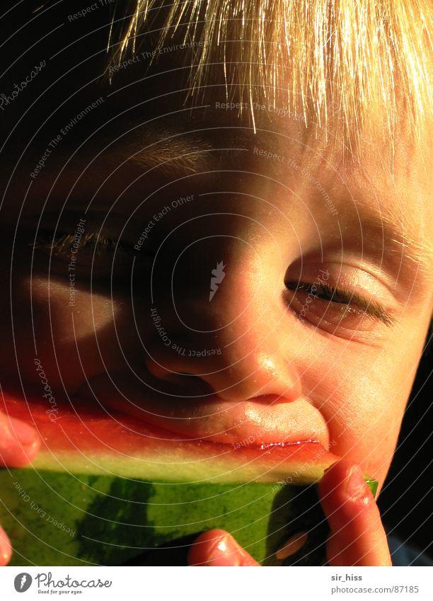 Hmmmmelone Mensch Kind Sommer Freude Auge Ernährung Essen Mund Frucht Wassertropfen Lippen Kleinkind lecker genießen Spanien Kerne