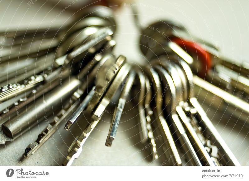 Schlosslose Schlüssel Häusliches Leben Wohnung Haus Arbeitsplatz Büro Dienstleistungsgewerbe Werkzeug Metall Zeichen Verantwortung Wachsamkeit Verlässlichkeit