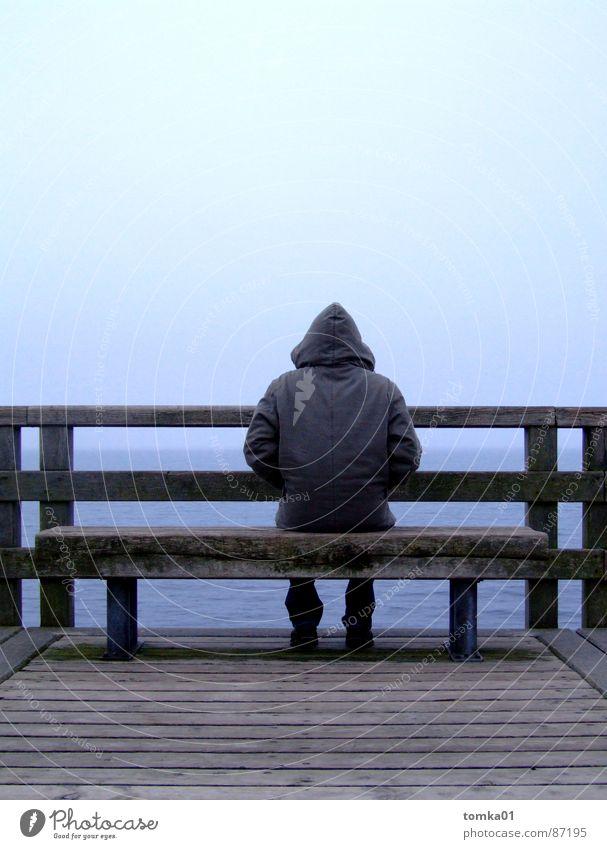 Meer-Mann Mensch Himmel Mann Natur Jugendliche Meer Strand ruhig Einsamkeit Ferne Herbst kalt Holz Küste Denken See