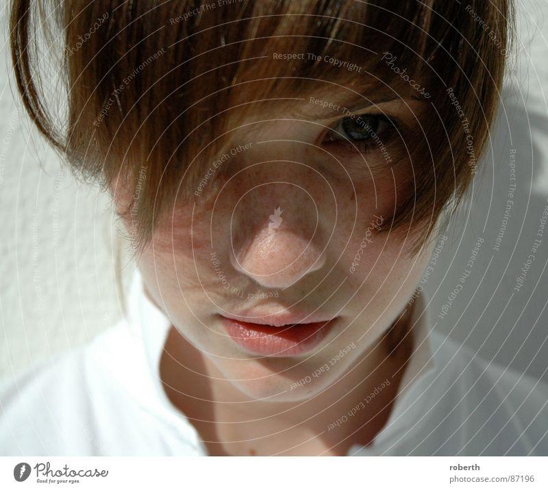 Schau mir in die Augen... Mensch Kind braun geheimnisvoll anstrengen Sommersprossen ernst frontal verführerisch