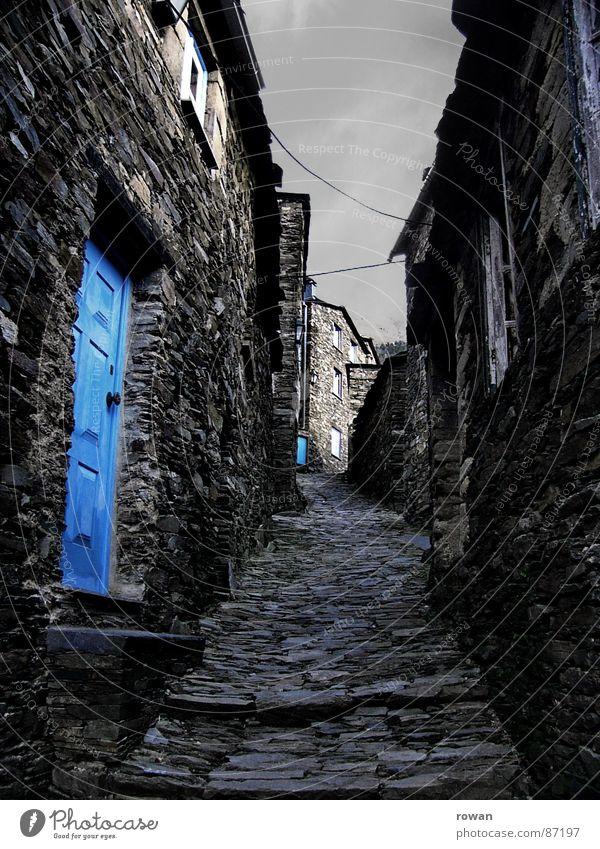 Piódão alt Himmel ruhig Haus Wolken Einsamkeit Farbe dunkel Fenster Berge u. Gebirge Holz grau Stein Wege & Pfade Feste & Feiern Tür