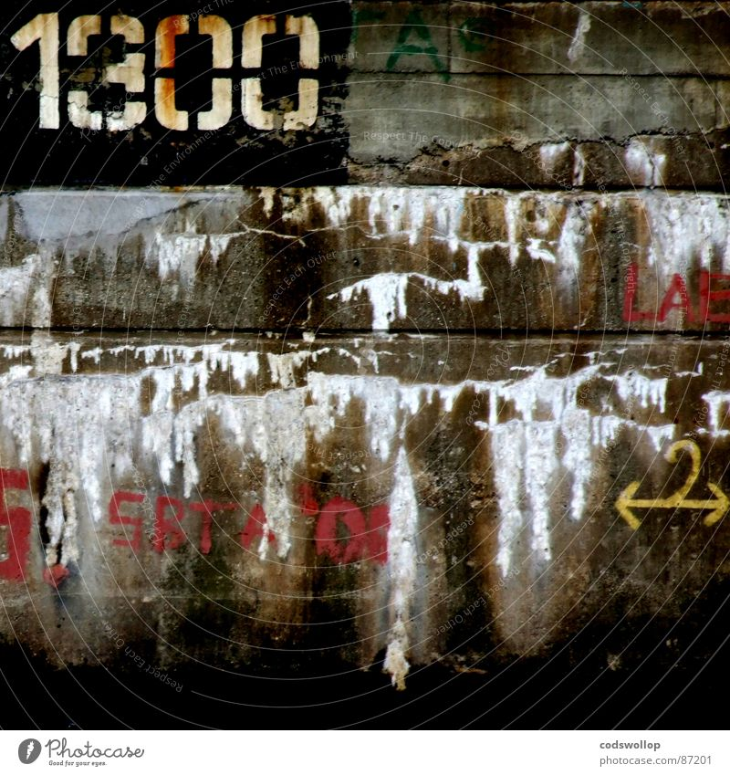 1300 reasons Mauer Graffiti Ziffern & Zahlen Häusliches Leben Spuren Vergänglichkeit Typographie gemalt Schablone Bruchstelle
