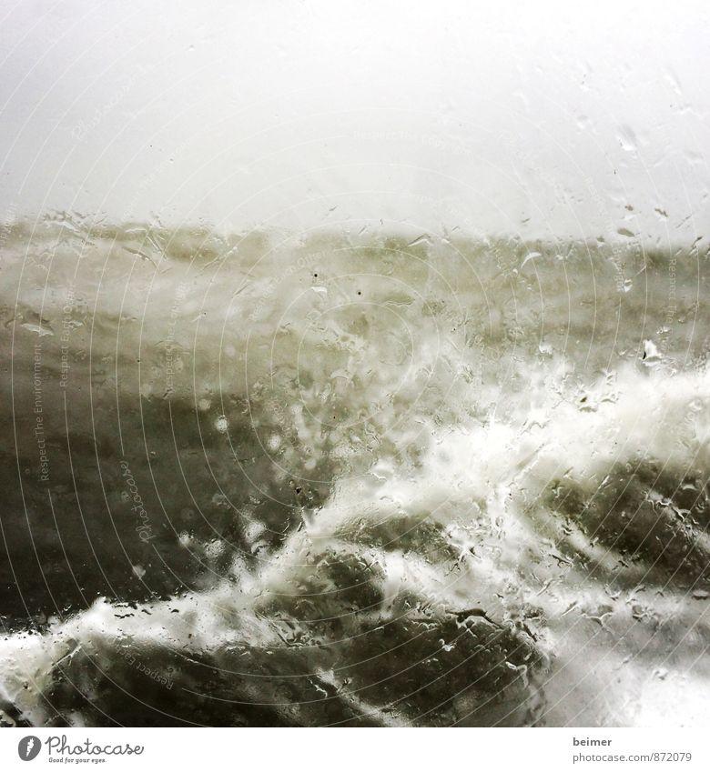 Sturm Natur Wasser schlechtes Wetter Unwetter Wind Regen Wellen Nordsee Meer bedrohlich nass grau grün schwarz weiß Kraft Angst Ärger Einsamkeit Schmerz Wut