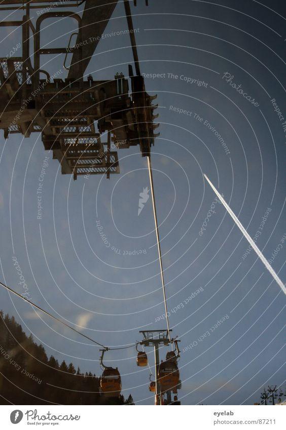 ...auch finalisiert ! Skikurs Pistenzauber Seilbahn Kondensstreifen Flugzeug Stahl Gondellift Winterurlaub Wintersport gekreuzt Schönes Wetter kalt steil tief