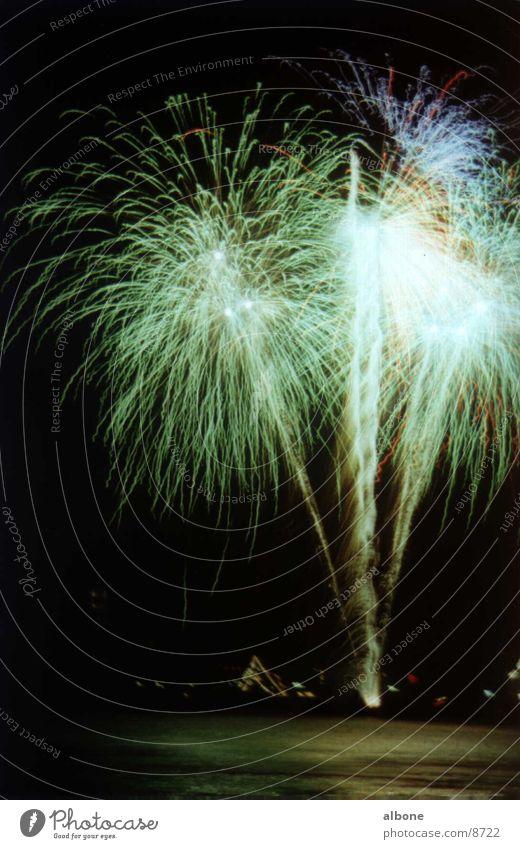 Feuerwerk grünblau Explosion Licht Club Party