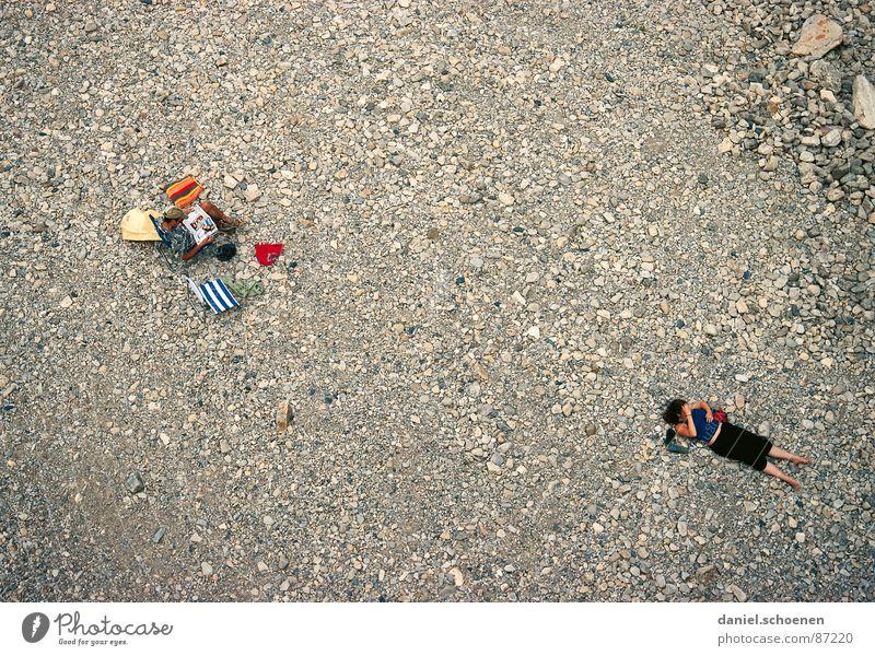 ... und nach ein paar Jahren Ehe Frau Mensch Mann Strand Ferien & Urlaub & Reisen Erholung Stein Paar lesen Konflikt & Streit Stress Vogelperspektive Langeweile