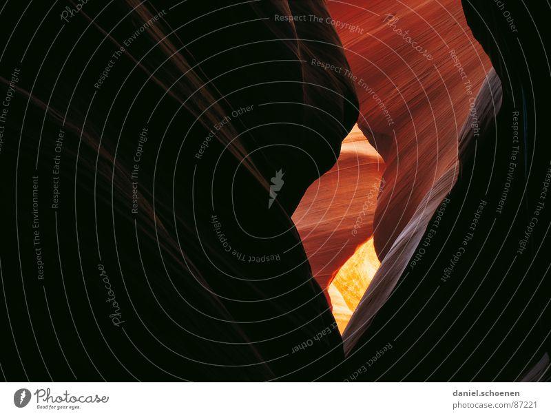Antelope Canyon rot schwarz gelb dunkel Stein braun USA Wüste Amerika Schlucht beige Mineralien geschwungen Lichteinfall Lichtschein Sandstein