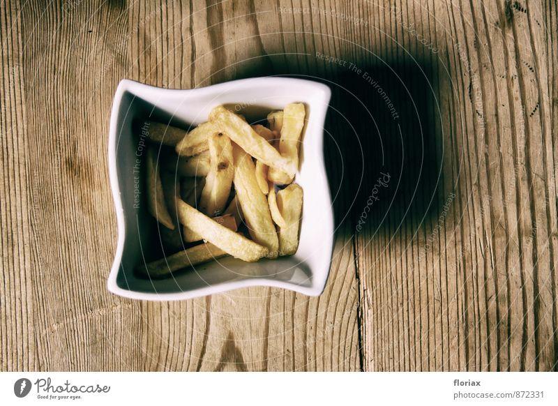 pommes frites im schälchen gelb Holz Essen braun Lebensmittel genießen Ernährung Tisch Appetit & Hunger Übergewicht Schalen & Schüsseln Backwaren Mittagessen Fett Teigwaren Willensstärke