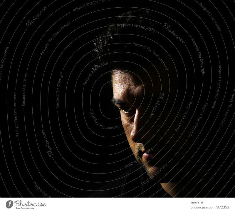 Schattendasein Mensch maskulin Junger Mann Jugendliche Erwachsene 1 30-45 Jahre Gefühle Schattenspiel Schattenseite schwarz Farbfoto Schwarzweißfoto