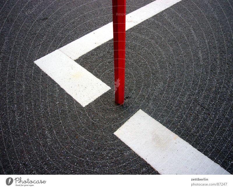 Option 4 Strebe Konstruktion Parkplatz Grenze Metallbau Asphalt Teer Oberfläche abstrakt Zufriedenheit Stab Am Rand Zaun Limit Abstellplatz Straßenbelag dunkel