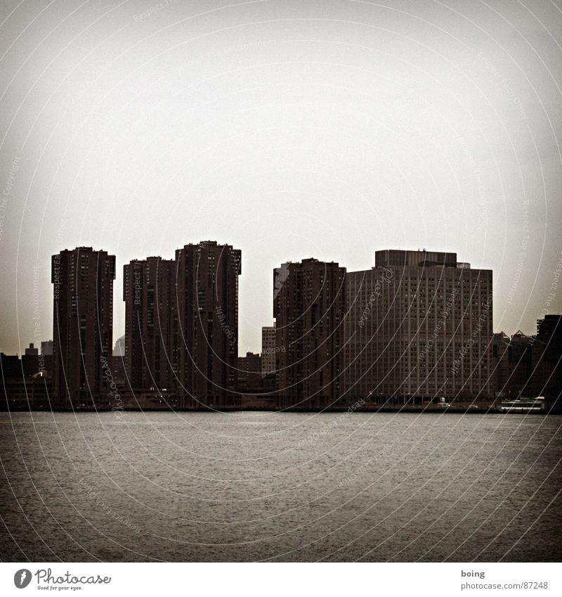 Andrew, Dag und Claire Wasser Meer Stadt Winter dunkel Herbst Hochhaus Hafen Skyline New York City Manhattan Block Hudson River East River