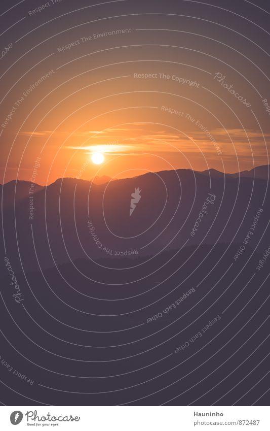 Sonnenuntergang Himmel Natur Ferien & Urlaub & Reisen Sommer rot Landschaft Ferne Umwelt gelb Berge u. Gebirge Wärme Glück Freiheit Felsen Zufriedenheit