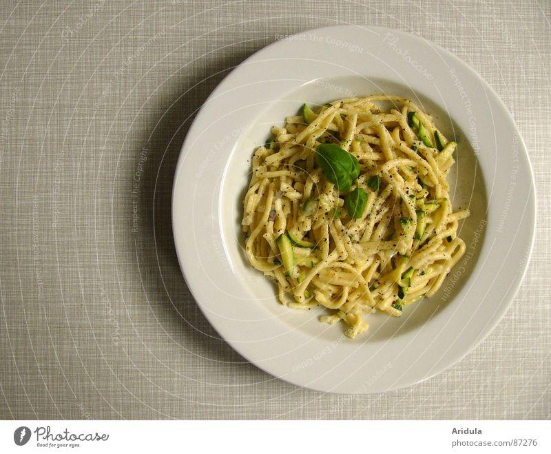 der ganze teller Spätzle Nudeln Basilikum Teller Mittagessen Tisch Küche lecker Ernährung Mahlzeit Speise Appetit & Hunger Gastronomie Gemüse