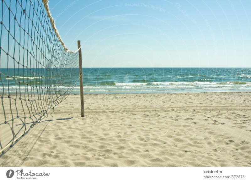 Benetzter Strand Erholung Ferien & Urlaub & Reisen göhren Horizont Küste Mecklenburg-Vorpommern Meer Ostsee Netz Volleyball Beachball Spielen Ballsport