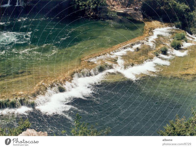 Wasserstrom 3 Pflanze Wellen Gebirgsfluß Stromschnellen